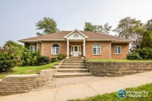 Sprawling 5 bed bungalow in Cresthaven Estates on large lot