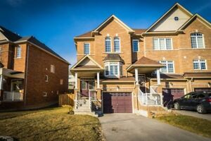 Bright, Spacious, End Unit Townhouse Located On A Reverse Pie Pr