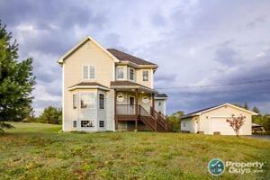 2 storey, 3 bdrm/3 bath home on over 1 acre