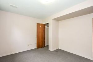 ONE ROOM AVIAIL. FOR MAY 1 - FEMALE STUDENT Kitchener / Waterloo Kitchener Area image 9