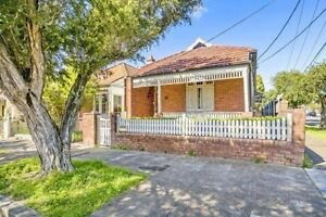 Large private master bedroom available now for couple/single. Marrickville Marrickville Area Preview