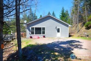 Riverside home/cottage, very private setting!