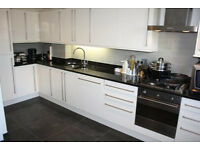 2 bedroom flat with an open plan lounge in Limehouse only £415pw