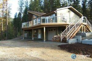 Newer custom home on 1.47 acres in Winlaw BC 196158