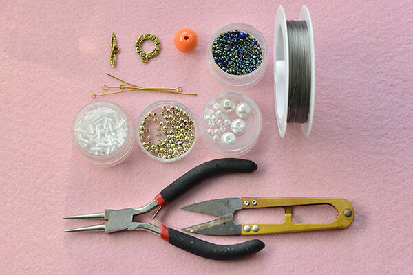 Instructions on how to make the unique beading ball bracelet for women: