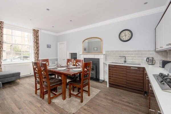 Truly Exceptional, 3 Bedroom, HMO, Basement Flat In