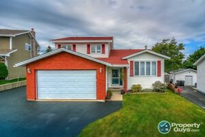 Outstanding executive 3+2 br home w attached double garage