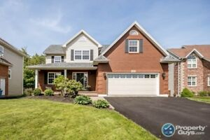 Executive 2 storey, 4 bed/4 bath in Portland Hills!
