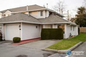 Centrally located END UNIT in Murrayville Glen