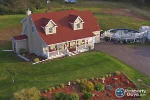 Waterfront 4 bed/4 bath, 3000sf home on 33 acres lot!