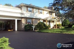 Well maintained 6 bed/4 bath with in-law suite