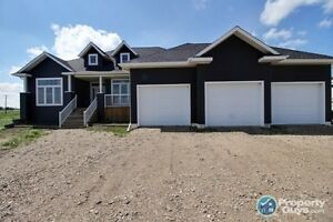 Acreage FOR SALE  - 2042 ft2 Bungalow (2 min from Lloyd)