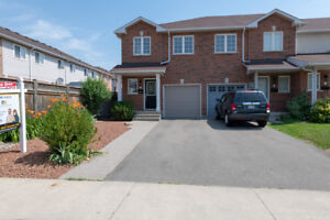 Fall In Love W/This End Unit Townhome. 3 Bright & Spacious Bedr