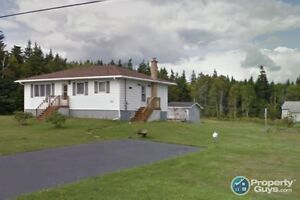Well maintained family home, country setting, but close to city