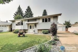 4 bed/2 bath in Lacombe Park on extra large corner lot!