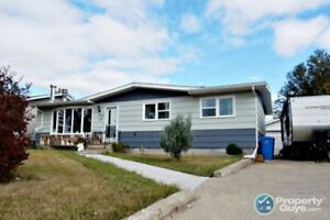 Immaculate Traditional 4 bed Family Bungalow!