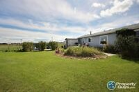 NEW LISTING! PRIME location for this 3 bed Mobile Home!