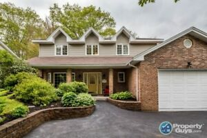 This home offers the full package! 2 storey, 4 bed/2.5 bath