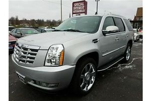 2010 Cadillac Escalade Base LUXURY !!! DVD !!! AWD !!! QUADS...