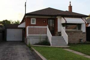 3 BEDROOMS MAIN FLOOR IN BUNGALOW FOR RENT FROM AUG 1st