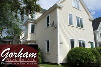 4 BEDROOM TOWNHOUSE - OCT 1ST - LAUNDRY - DOWNTOWN - 3 LEVEL