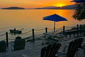 ** Sechelt Waterfront Cottage, Hot Tub, Beach, Views **