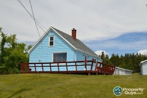 Louisbourg - Water View Summer Home on the Island!