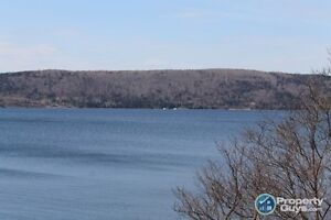 Overlooking the lake, 3 bed/2.5 bath, covered deck