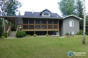 Ranch style custom built in 2006/2007 move in ready