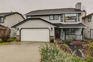 Very Spacious 5 bedroom Full House with Deck and big Yard