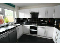 3 BED FLAT TO RENT IN NEWBURY PARK! VERY CLEAN AND TIDY. 5 MIN WALK TO BARKINGSIDE STATION!