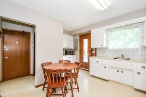 ONE ROOM AVIAIL. FOR MAY 1 - FEMALE STUDENT Kitchener / Waterloo Kitchener Area image 8