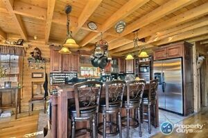 Stunning waterfront log home in Gull Pond!!