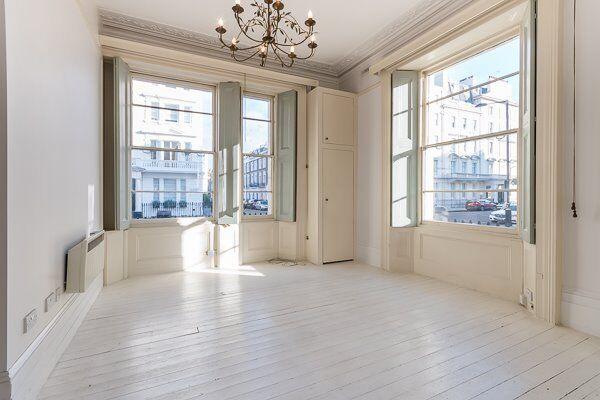 Spectacular, bright luxury studio apartment in Pimlico.