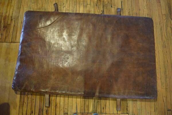 """leather gym matt antiqueMeasurements:71"""" x 44""""7"""" straps"""