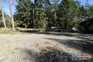 Great building lot for your new home in Magic Lake Estates