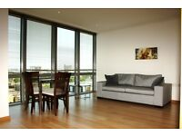 1 bedroom flat in No. 1 West India Quay, Hertsmere Road, Canary Wharf, E14