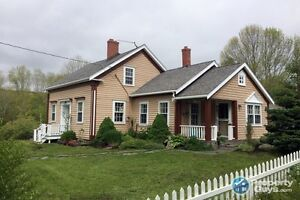 Country living on 1.08 acres in Upper Rawdon.