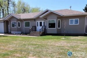 3 Bed/2 bath, 1600 sf home close to Meadow Lake Provincial Park