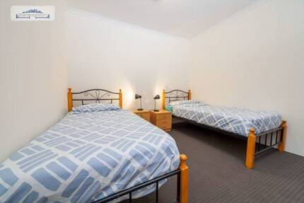 FANTASTIC TWIN SHARED ROOM TO SHARE ONE MALE ROOMIE