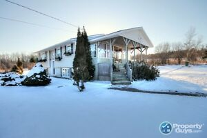 Pictou - Immaculate 4 bed/2 bath, minutes from schools.