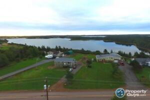 Seaside home close to amenities, overlooking Seal Cove Harbour