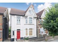 Charming studio flat in Thornton Heath. REGULATE HEATING AND WATER RATES INCLUDED.