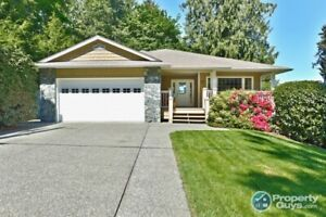 Stunning 6 bdrm home with a 2 bdrm suite for extra income!
