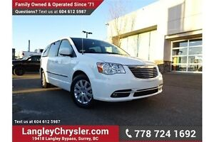 2016 Chrysler Town & Country Touring ACCIDENT FREE w/ DUAL DV...