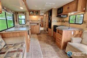 NEW PRICE! SPOTLESS! 31' North Trail Trailer