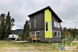 West Coast Contemporary House +2.5 Acres, 10 min from Downtown