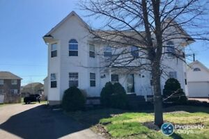 Excellent 3 bed/1.5 semi on large lot in Magnetic Hill Estates