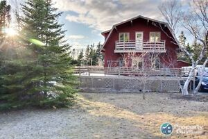 Private 4 bed/2.5 bath chalet on 3/4 acre, only minutes to city!