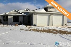 Beautiful country acreage located close to Camrose and Bawlf